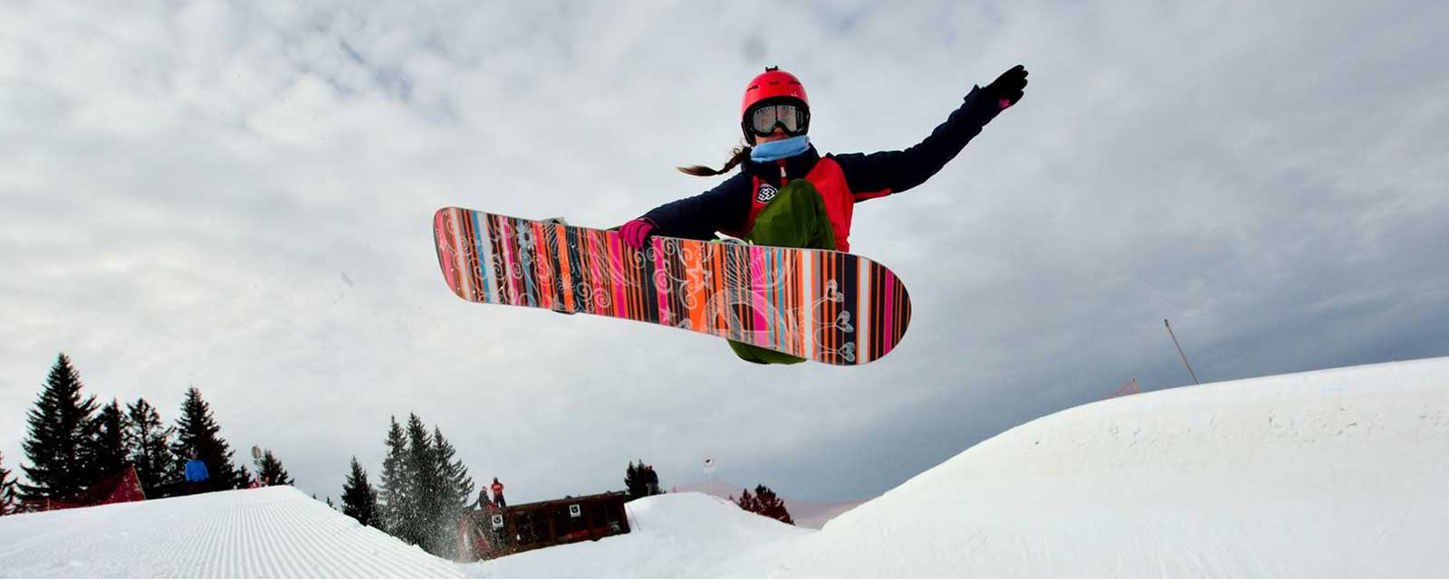 Maisie Potter - PGL Sponsored Athlete racing her snowboard