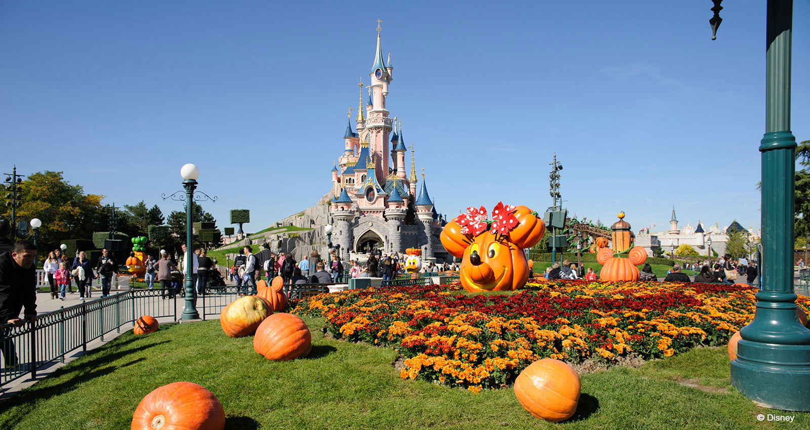 School Trips to France : Visiting Disneyland Paris