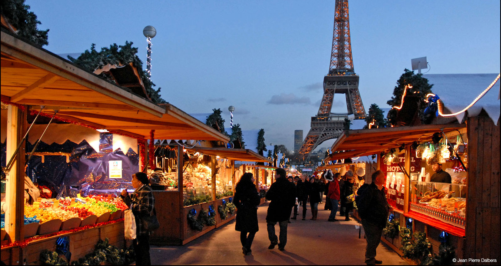 Paris Christmas Market School Trip : Market at the Eiffel Tower