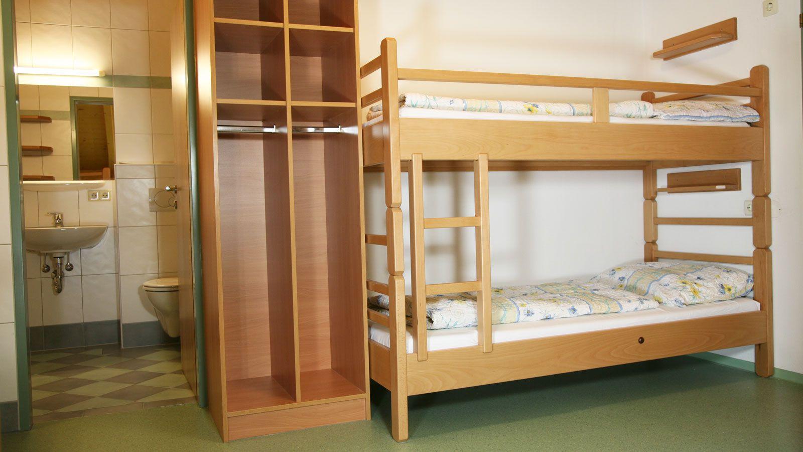 Jugendhotel Wiederkehr School Ski Trip Accommodation : SS G Ski Austria Hotel Salzburger Sportwelt Jugenhotel Wiederkehr Bunk Room from www.pgl.co.uk size 1600 x 900 jpeg 148kB