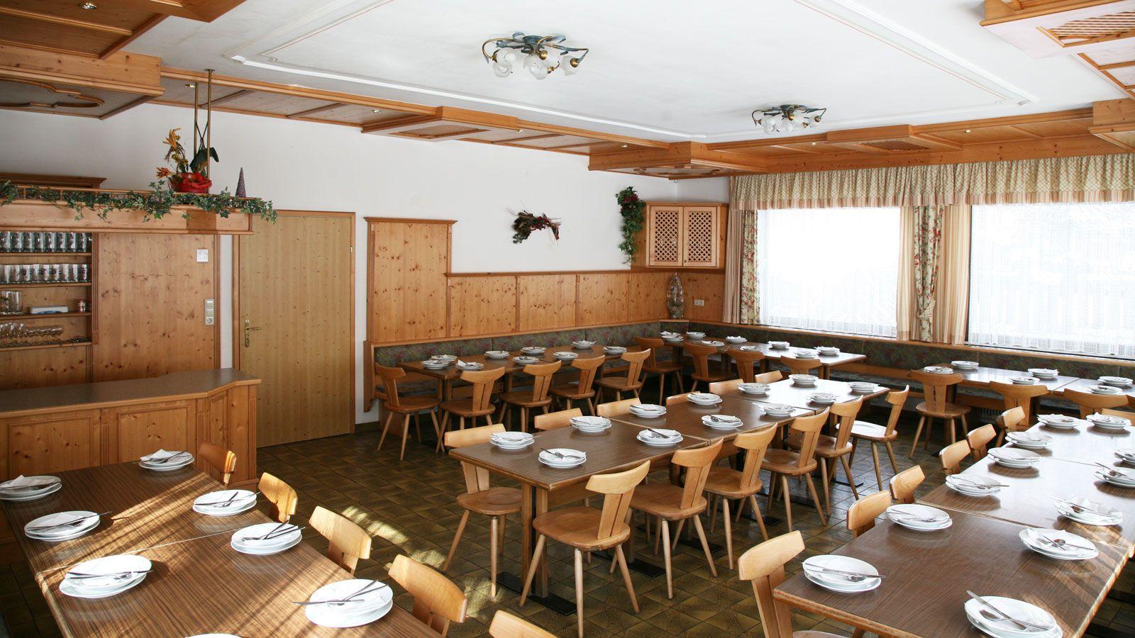 Jugendhotel Wiederkehr School Ski Trip Accommodation : SS G Ski Austria Hotel Salzburger Sportwelt Jugenhotel Wiederkehr Dining Room from www.pgl.co.uk size 1600 x 900 jpeg 239kB